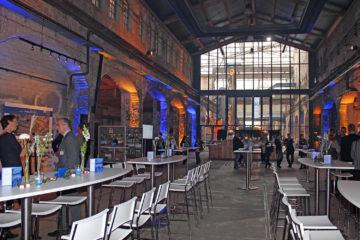 Präsentation einer 50jährigen Firmengeschichte auf Großleinwänden in der Kulturwerft Gollan zu Lübeck